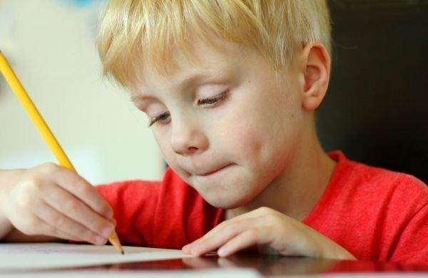 Psaní jde ruku v ruce se čtením